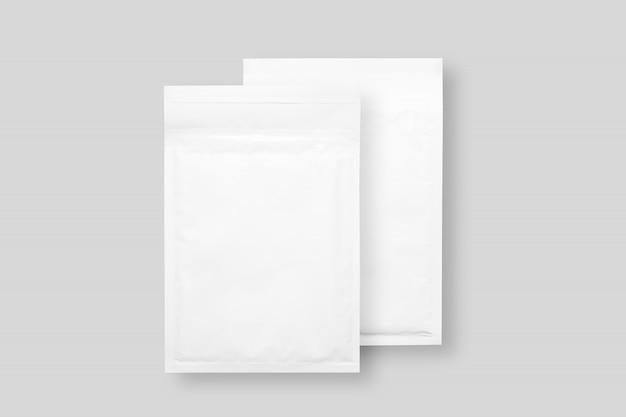 Envelopes de bolha de papel branco, isolados