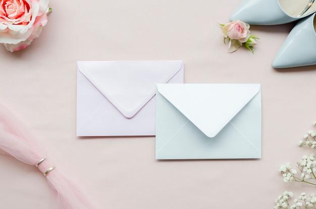 Envelopes de casamento de vista superior