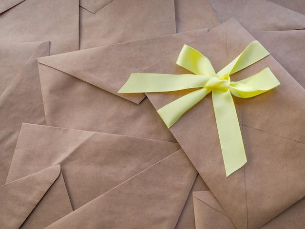Envelopes kraft deitar
