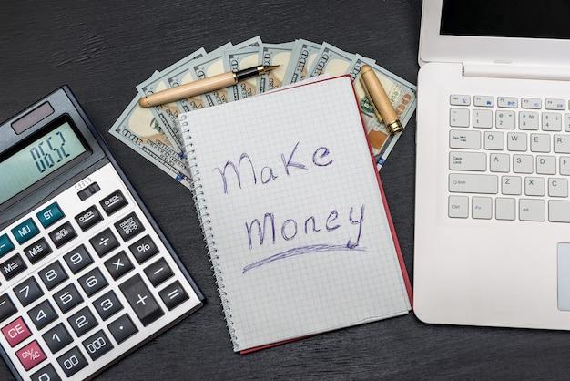 Envie 'ganhe dinheiro' com dólares, laptop e calculadora
