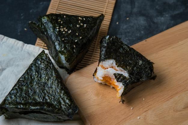 Envoltório de algas onigiri