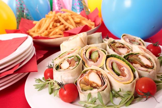 Envolva sanduiches para comida de festa