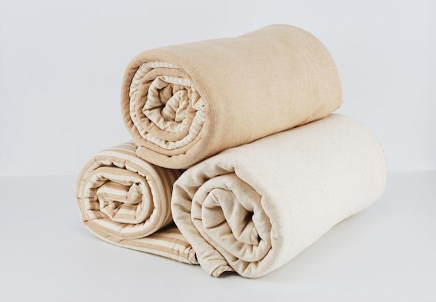 Envolvido cobertor de algodão bege natural para criança