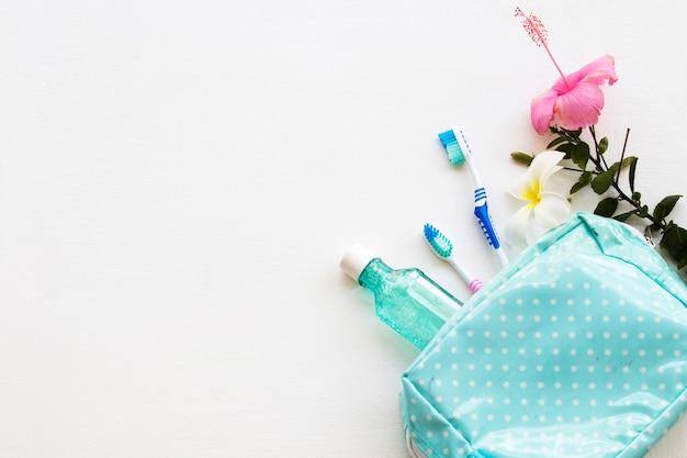 Enxaguatório bucal, escova de dentes, cuidados de saúde para a cavidade oral