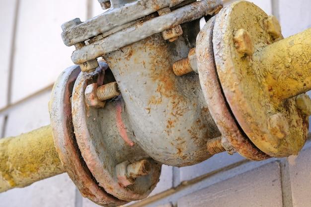 Equipamento antigo de gasoduto para o fornecimento de gás natural