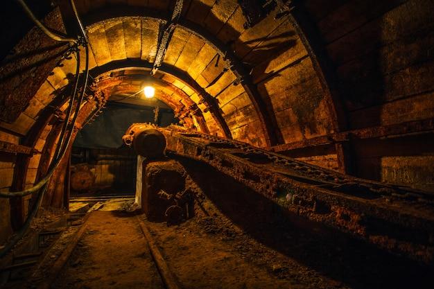 Equipamento antigo em uma mina de carvão