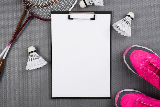 Equipamento de badminton com composição de prancheta