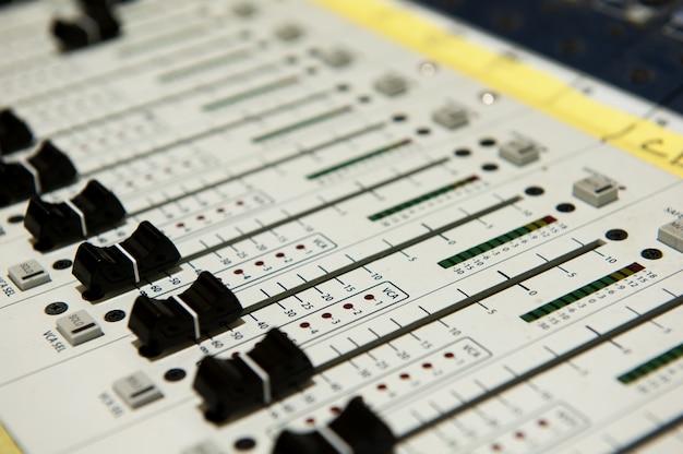 Equipamento de botões para controle do mixer de som, equipamento de som.