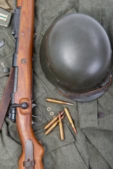 Equipamento de campo do exército alemão e rifle