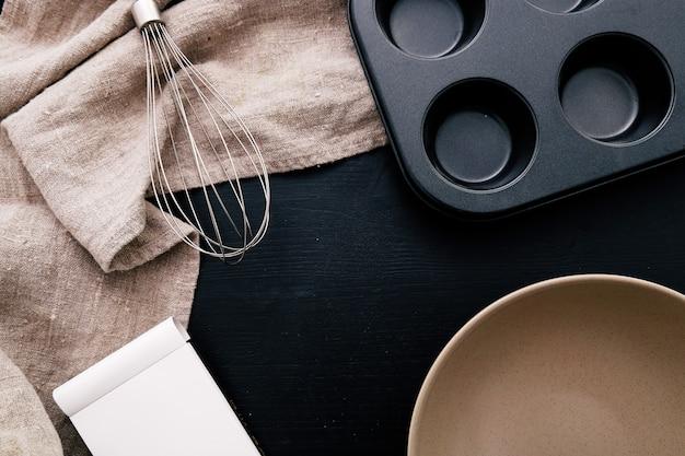 Equipamento de cozinha no balcão da cozinha