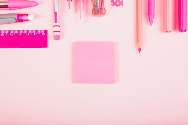 Equipamento de escritório rosa