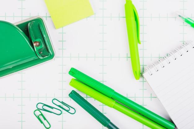 Equipamento de escritório verde