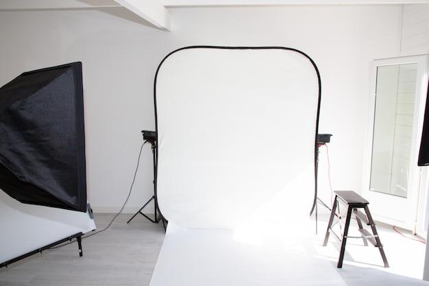 Equipamento de estúdio de fotografia com espaço para texto