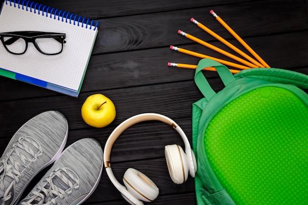 Equipamento de fitness com o conceito de estilo de vida saudável. vista do topo