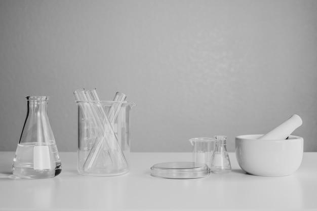Equipamento de laboratório para química farmacêutica e científica.