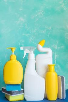 Equipamento de limpeza profissional em azul