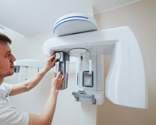 Equipamento de radiografia panorâmica odontológica. clínica dentária