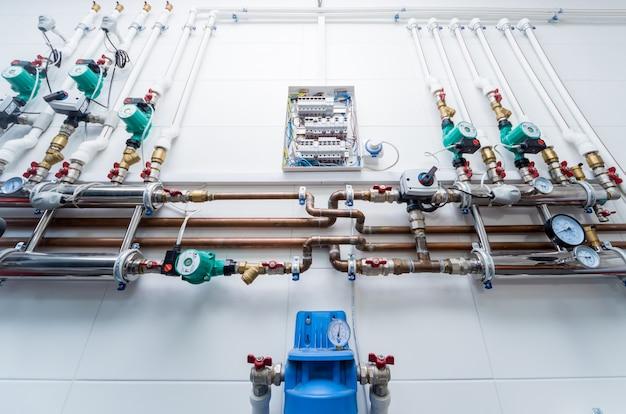 Equipamento de sala de caldeira para sistema de aquecimento moderno.