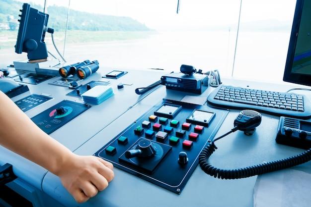 Equipamento de sala de controle de cruzeiro