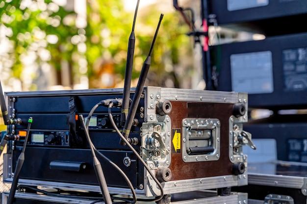 Equipamento de transporte. organização do show. equipamento para concertos. caixas especiais com plugues.