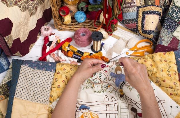 Equipamento e tecidos para acolchoados.
