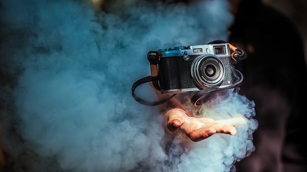 Equipamento fotográfico e fumaça