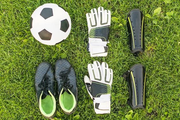 Equipamento futebol, ligado, capim