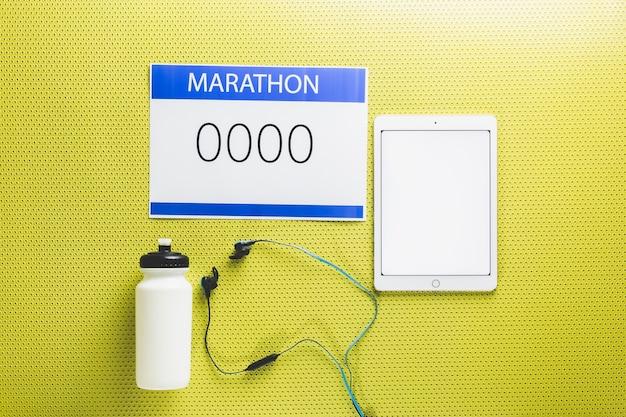 Equipamento marathon perto do tablet