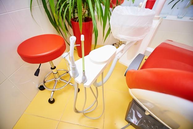 Equipamento odontológico, odontologia, dispositivos médicos para o tratamento e restauração de dentes, medicina e saúde