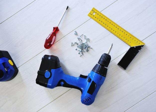 Equipamento para ferramentas de perfuração e trabalho
