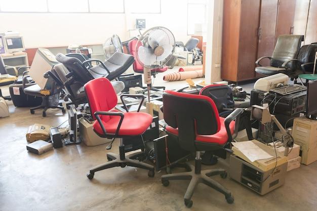 Equipamentos de escritório abandonados
