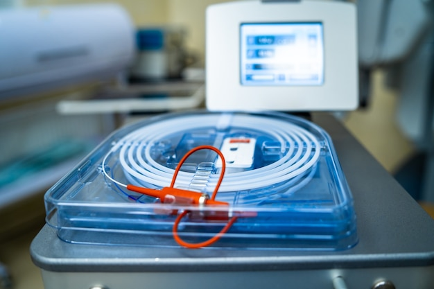 Equipamentos modernos e dispositivos médicos em sala de cirurgia, técnica especial, dispositivos em hospitais