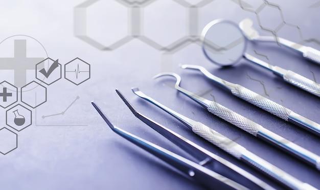 Equipamentos para consultório odontológico. instrumentos ortopédicos. técnico dentário com ferramentas de trabalho. ferramentas de metal de dentista.
