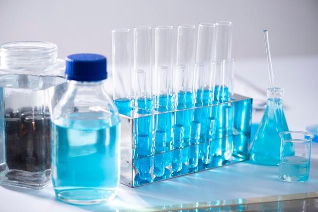 Equipamentos para laboratórios químicos artigos de vidro para pesquisa e matéria azul