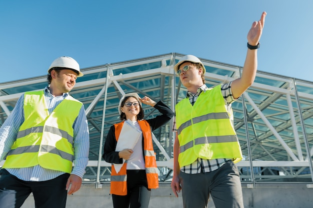 Equipe de construtores engenheiro arquiteto