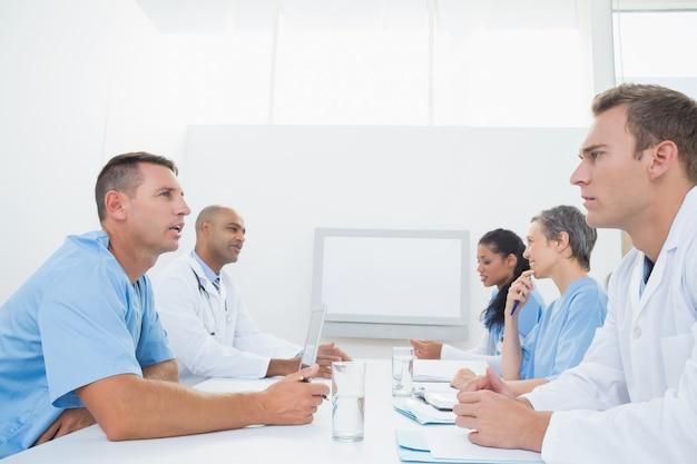 Equipe, de, doutores, tendo uma reunião