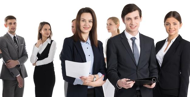 Equipe de executivos com documentos de contrato isolados no fundo branco