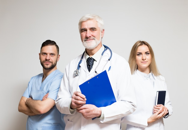 Equipe de grupo de hospital equipe médico barba