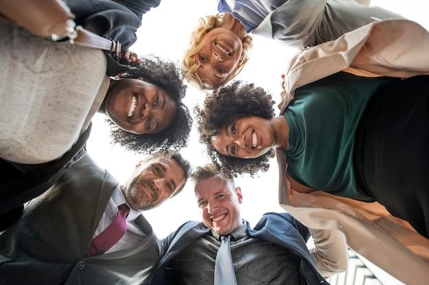 Equipe de negócios bem sucedido e feliz