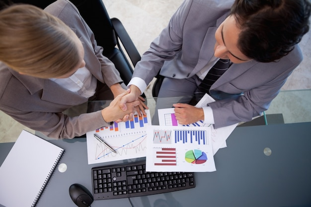 Equipe de negócios concordando com um acordo