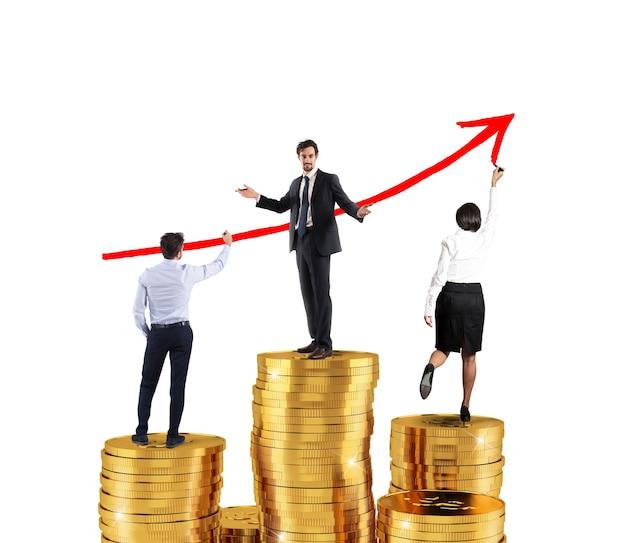 Equipe de negócios desenha uma seta vermelha crescente nas estatísticas da empresa