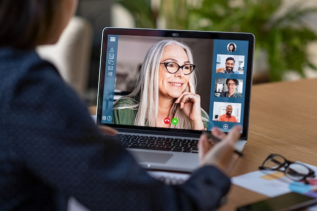 Equipe de negócios em videoconferência