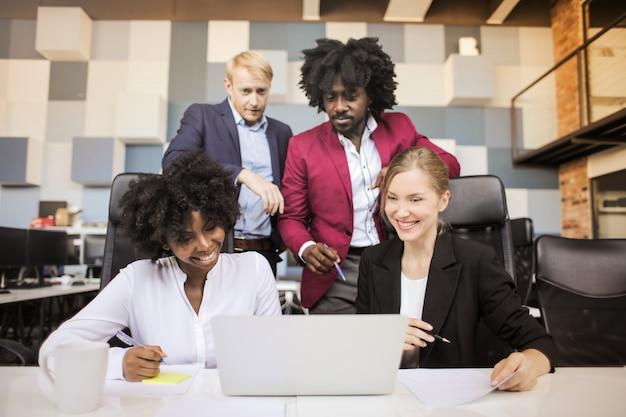 Equipe de negócios multi-étnica