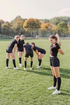 Equipe de rugby, fazendo exercícios de aquecimento