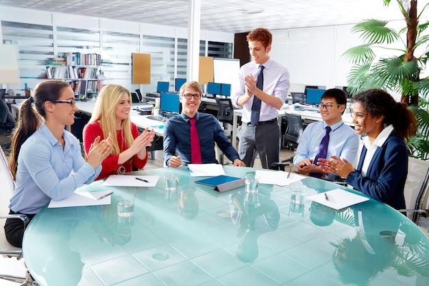 Equipe executiva de negócios palmas mãos reunião