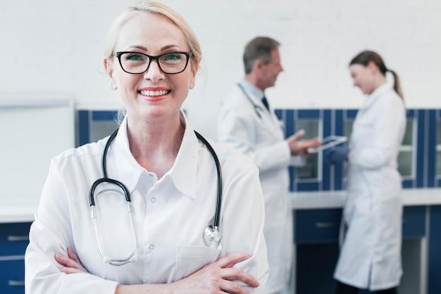 Equipe médica, em, um, consultório médico
