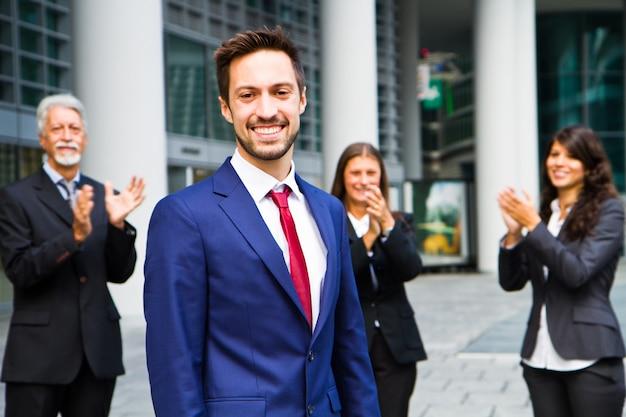 Equipe negócio, celebrando, um, sucesso, de, um, colega