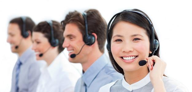 Equipe positiva de representantes de atendimento ao cliente
