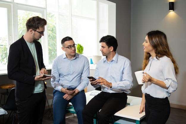 Equipe profissional de consultoria na internet