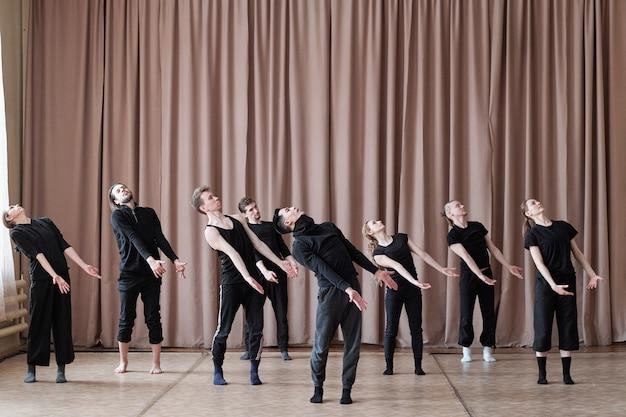 Equipe profissional de dança